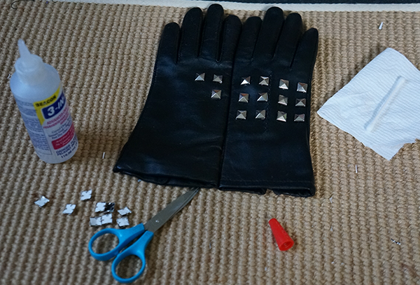 studding gloves